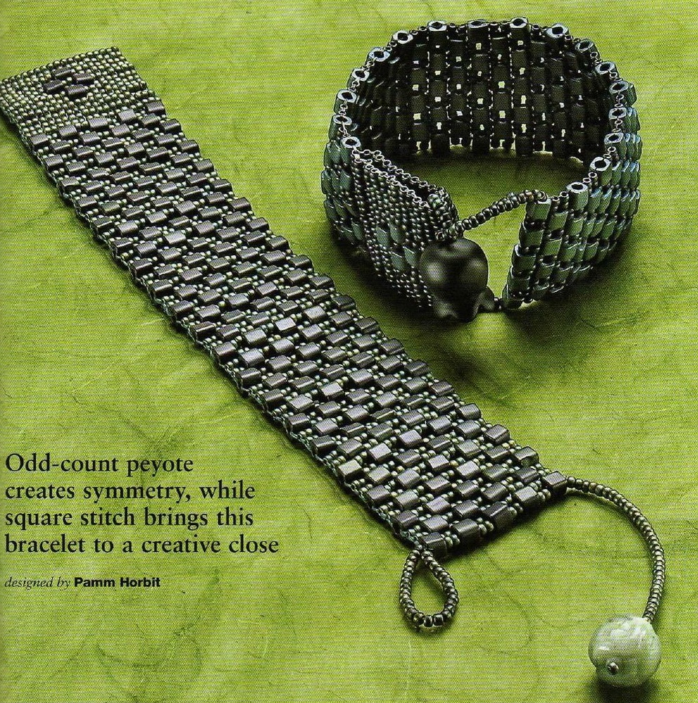 Широкий браслет из квадратного крупного бисера и черного стекляруса.  Подробные и понятные схемы плетения браслетов.