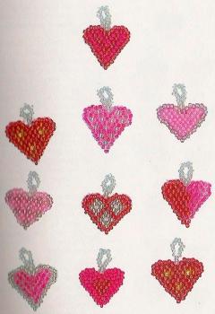 розовые сердечки из бисера
