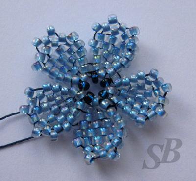 простой цветок из бисера