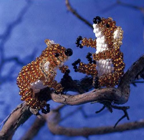 Объемная фигурка коалы из бисера.  Отличный сувенир сделанный своими руками по подробной схеме плетения.