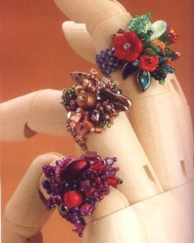 плетем кольцо с цветами. цветущее кольцо из бисера.