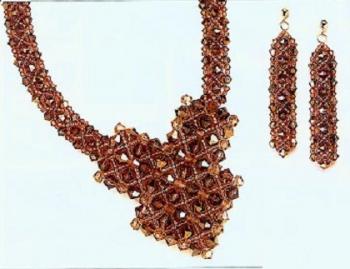 колье из коричневых кристаллов