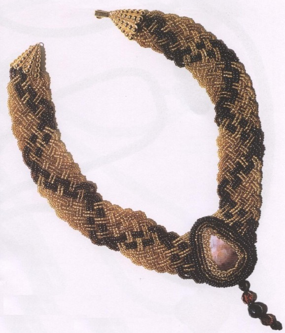 плетенка из бисера с медальоном