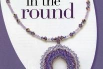 кулон из фиолетовых кристаллов и бисера