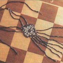 черный кулон из бисера