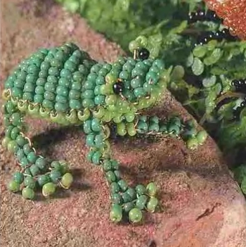 зеленая лягушка. лягушка