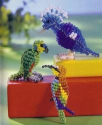 Красочный попугай Схема его плетения:Чтобы сделать объемного попугая, вам нужно взять:- красный бисер- синий бисер...
