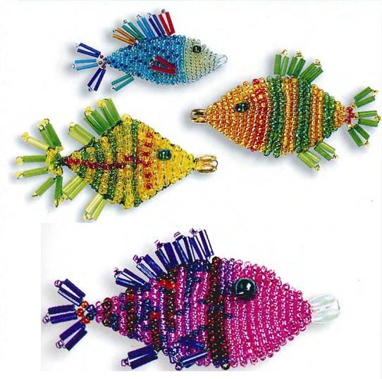 Несколько видов плетения рыбок из бисера.  Объемные и плоские фигурки.  Схемы их плетения.