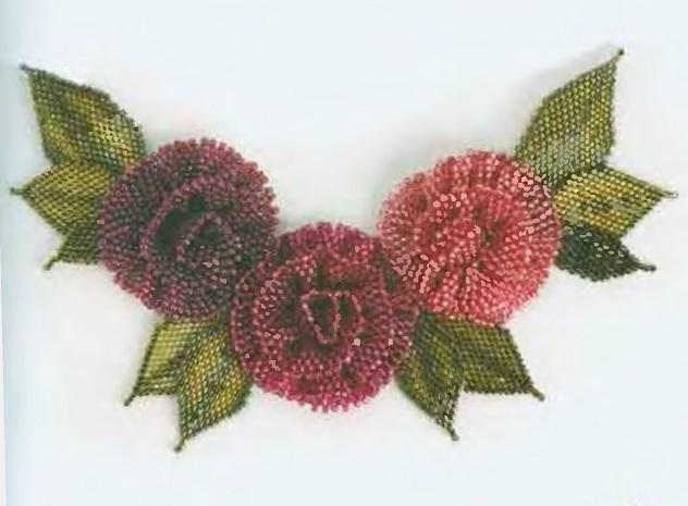 Эта роза изготовлена из плоской полоски длиной 25 см и шириной в 6 бисерин, выполненной мозаичным плетением...