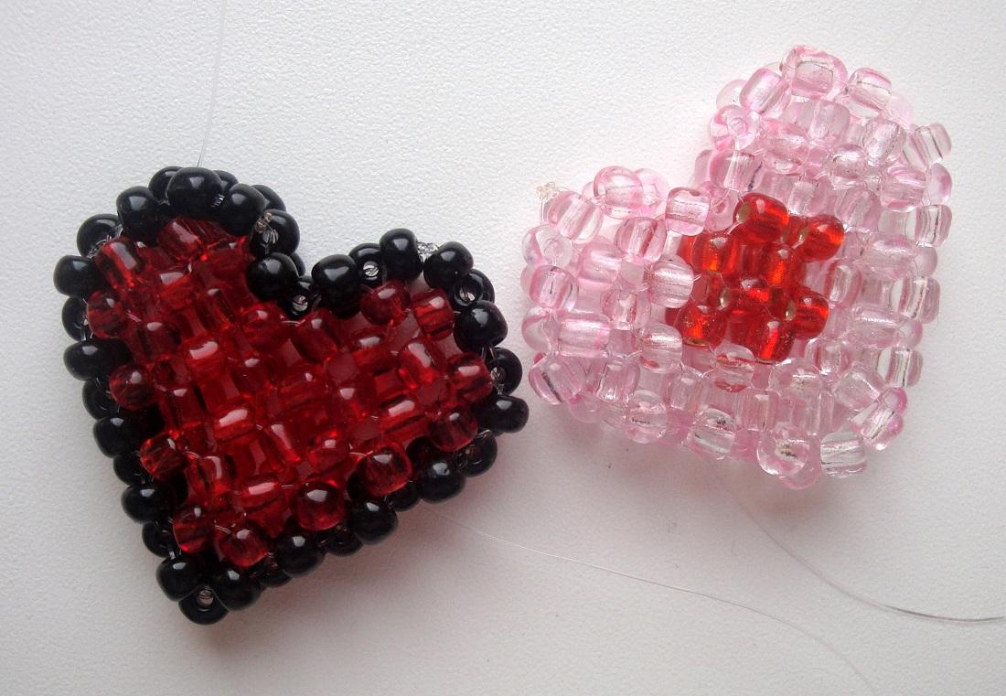 Оно крупнее, но плетется по тому же принципу...  Попробуйте сплести разноцветные сердечки, варианты которых вы...
