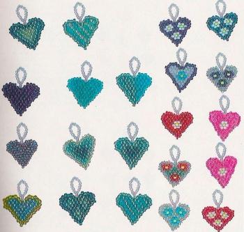 голубые сердечки из бисера