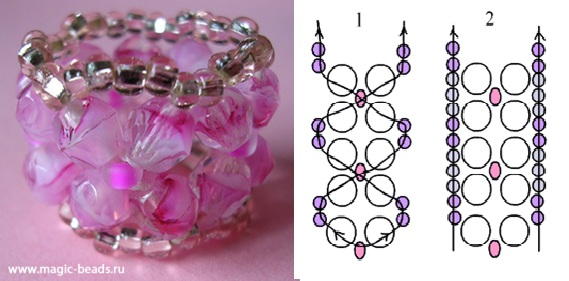 Кольцо из розовых бусин