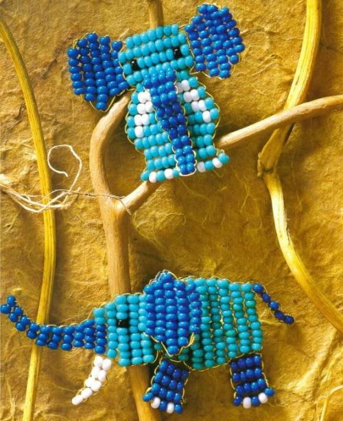 синие слоны из бисера