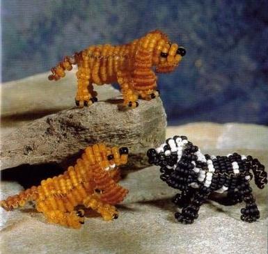 собачки сплетены из бисера