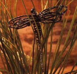 черная стрекоза из бисера