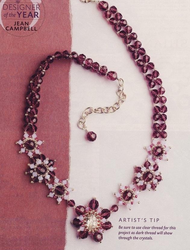 колье из розовых бусин с цветами