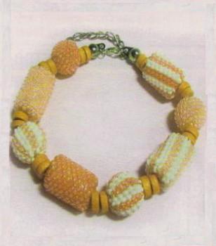 бело-оранжевый браслет
