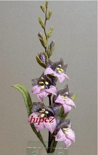 Гладиолус из бисера.  Лепесток верхний боковой - их нужно сплести 2 шт. для каждого цветка.  Сделать петлю с осью...