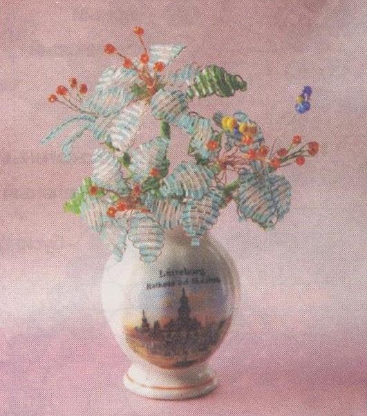 Схемы плетения деревьев и цветов из бисера помогут начинающим рукодельницам.
