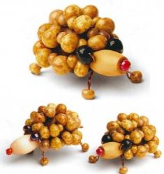 сувенир ежик из бусин