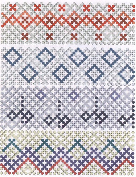 Яйца оплетайте в техники прямоугольного плетения.  Внимательно изучите узор, подберите нужные цвета бисера и...