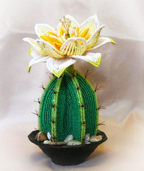 плетем красивый кактус из бисера