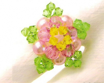 Красивое кольцо в виде цветка