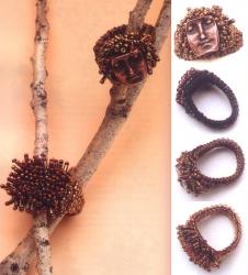 кольца из коричневого бисера