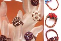 разноцветные кольца из бусин
