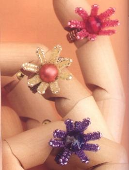 плетем кольцо-цветок из бисера и бусин