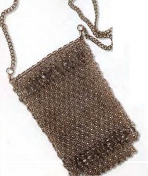 Сетку для сумочки плетут сверху вниз, начиная с середины изделия двумя иглами (рис. 41).