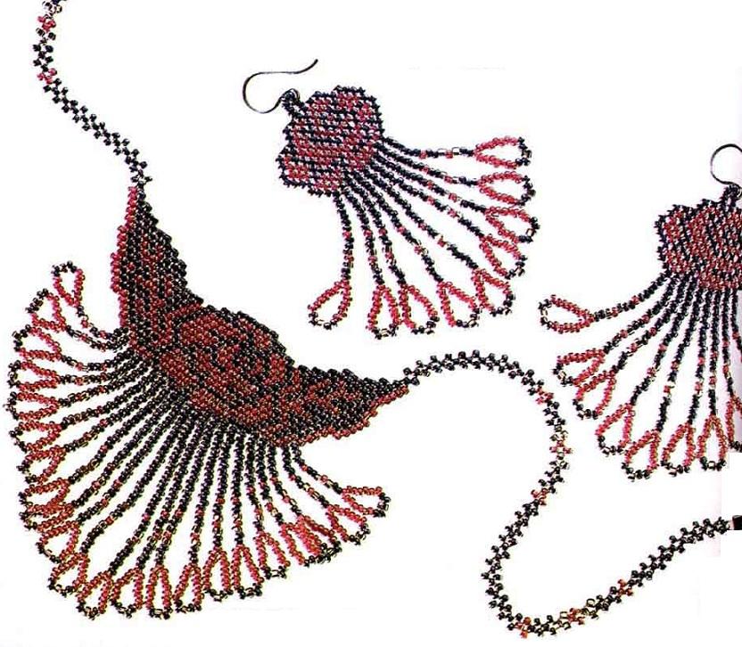 Ожерелье и серьги с розами из бисера