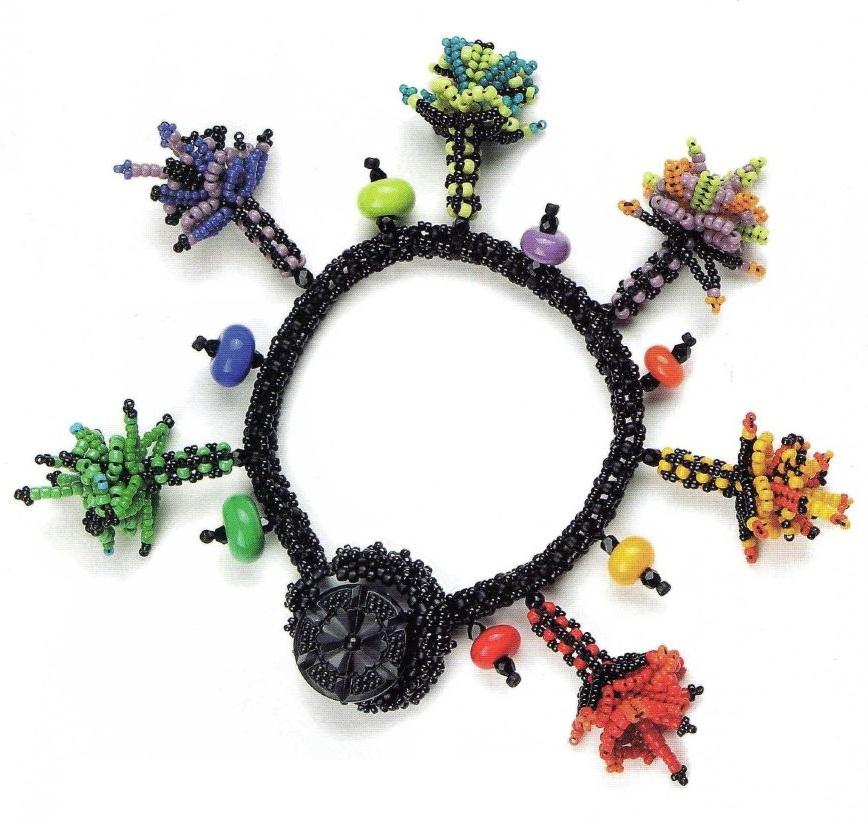 браслет с разноцветными цветочками