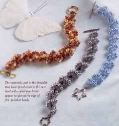 нежные браслеты трех цветов бисера