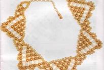 золотистое колье из бисера