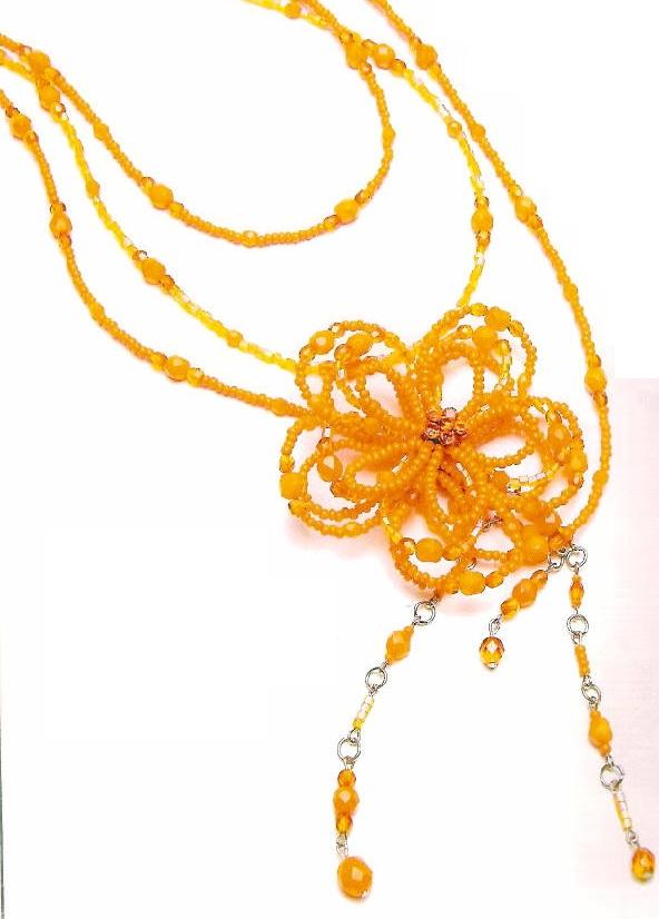 Желтый цветок из бисера, на нити из бусин и бисера.  Пошаговая схема изготовления этого изделия.