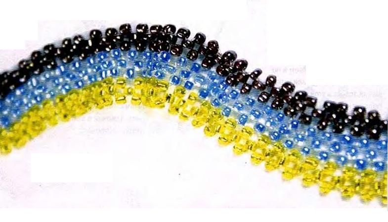 украшение из трех цветов бисера