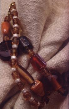 плетем бусы из различгых бусин