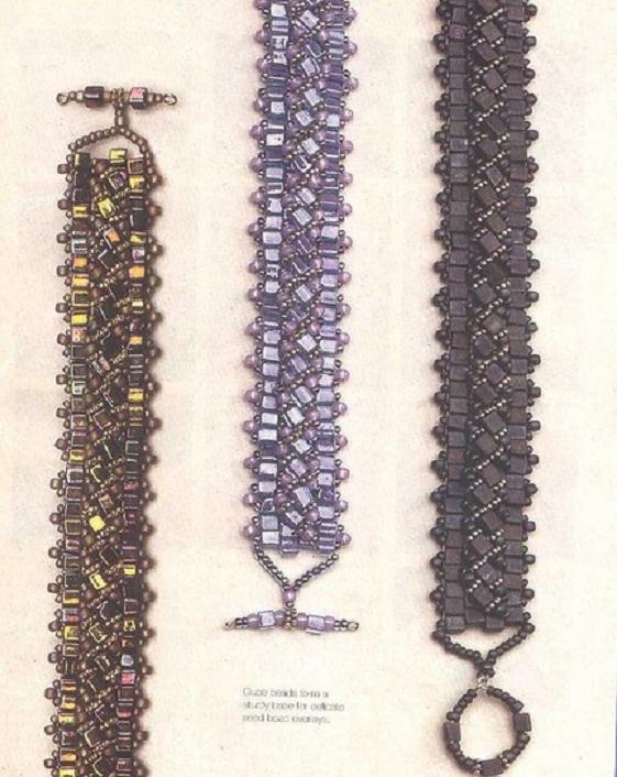 Большое разнообразие браслетов из квадратного бисера разных оттенков и бусин.  Хорошие идеи для творчества.