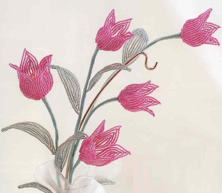 Как плести тюльпан из бисера - Делаем фенечки своими руками.