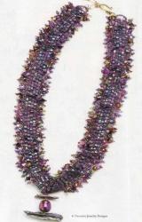 колье из фиолетовой рубки