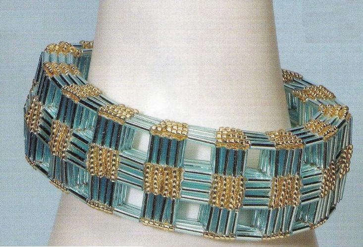 Подробные схемы плетения нежных браслетов из бисера . подробные схемы фенечек из муляне . схемы плетения браслетов из...