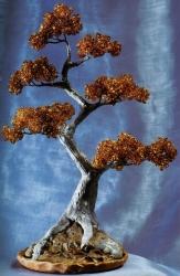 Деревья сплетенные из бисера и изготовлены из различных материалов.  Подробное описание работы, для самостоятельного...