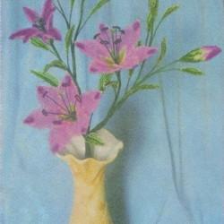 """Лилия """"Розовые грезы"""" сплетенная из бисера. Состоит из шести лепестков, расположенных в шахматном, порядке, пестика и шести тычинок. Описание работы и схемы"""