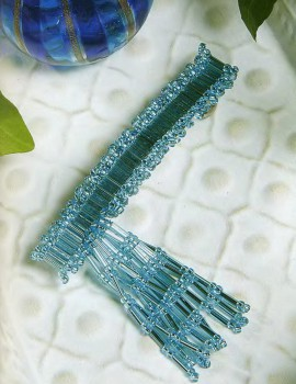 Голубая заколка из стекляруса
