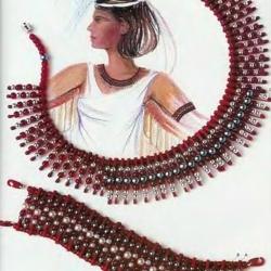 красные украшения из бисера