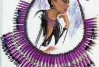 Фиолетовое колье из булавок с бисером
