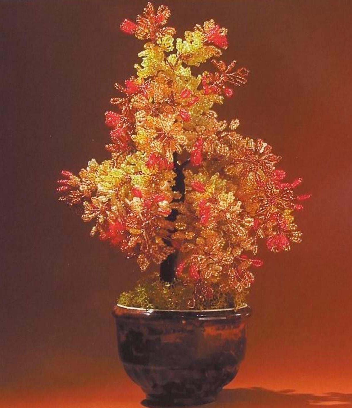 Яркая, осенняя рябина - дерево из бисера.