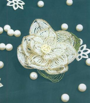белая кувшинка сплетенная из бисера