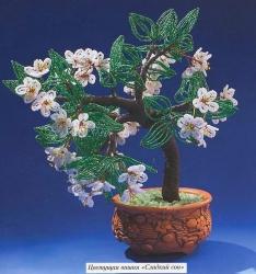 деревце цветущей вишни из бисера